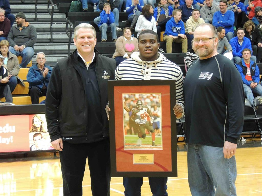 Picture of PHS football alumni being honored