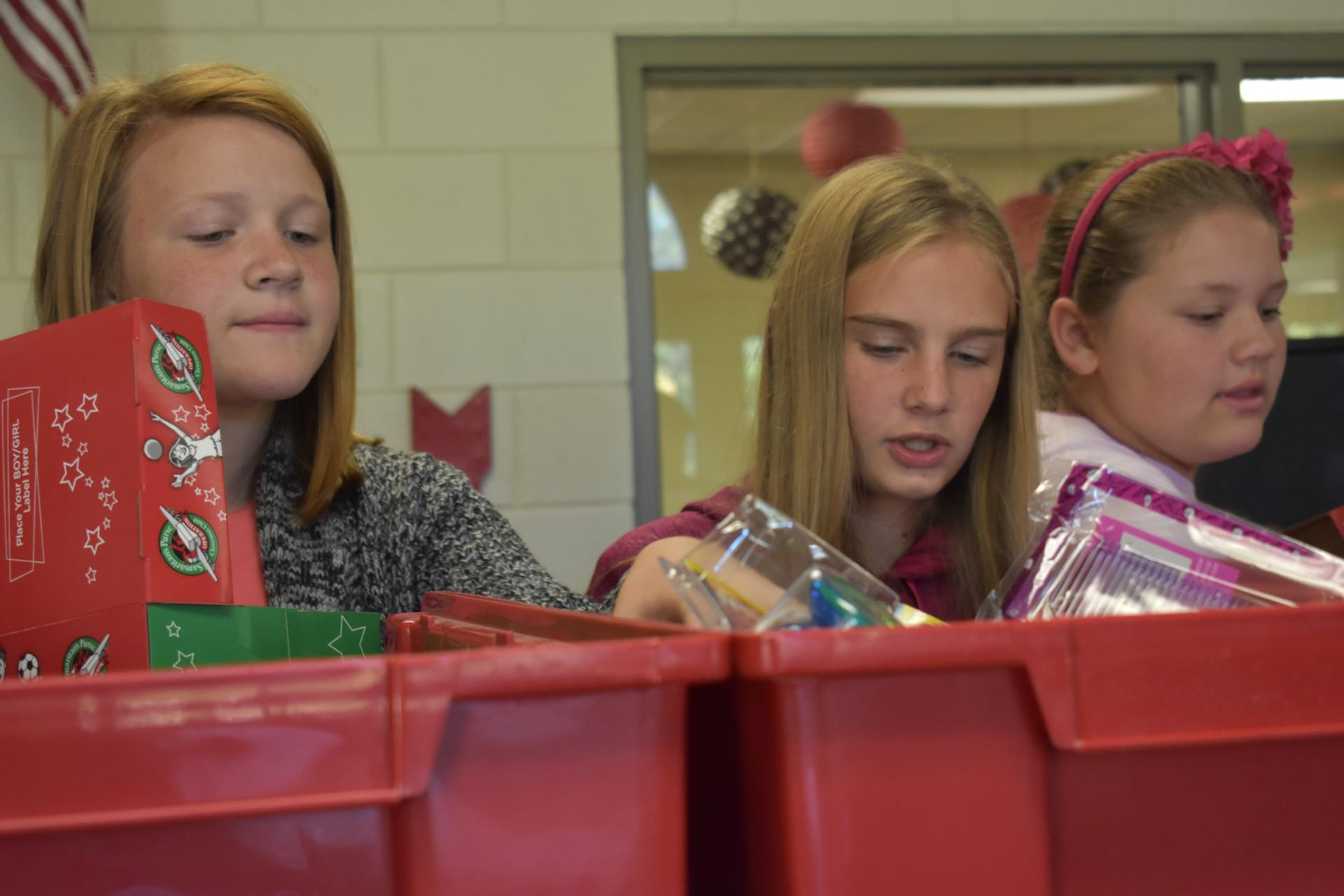 LMS students packing shoeboxes