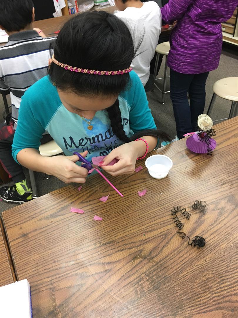 Student creating artwork in Noble's peer to peer program