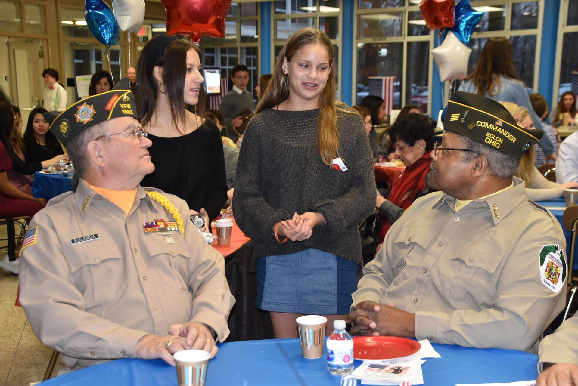 Students speakig with Veterans