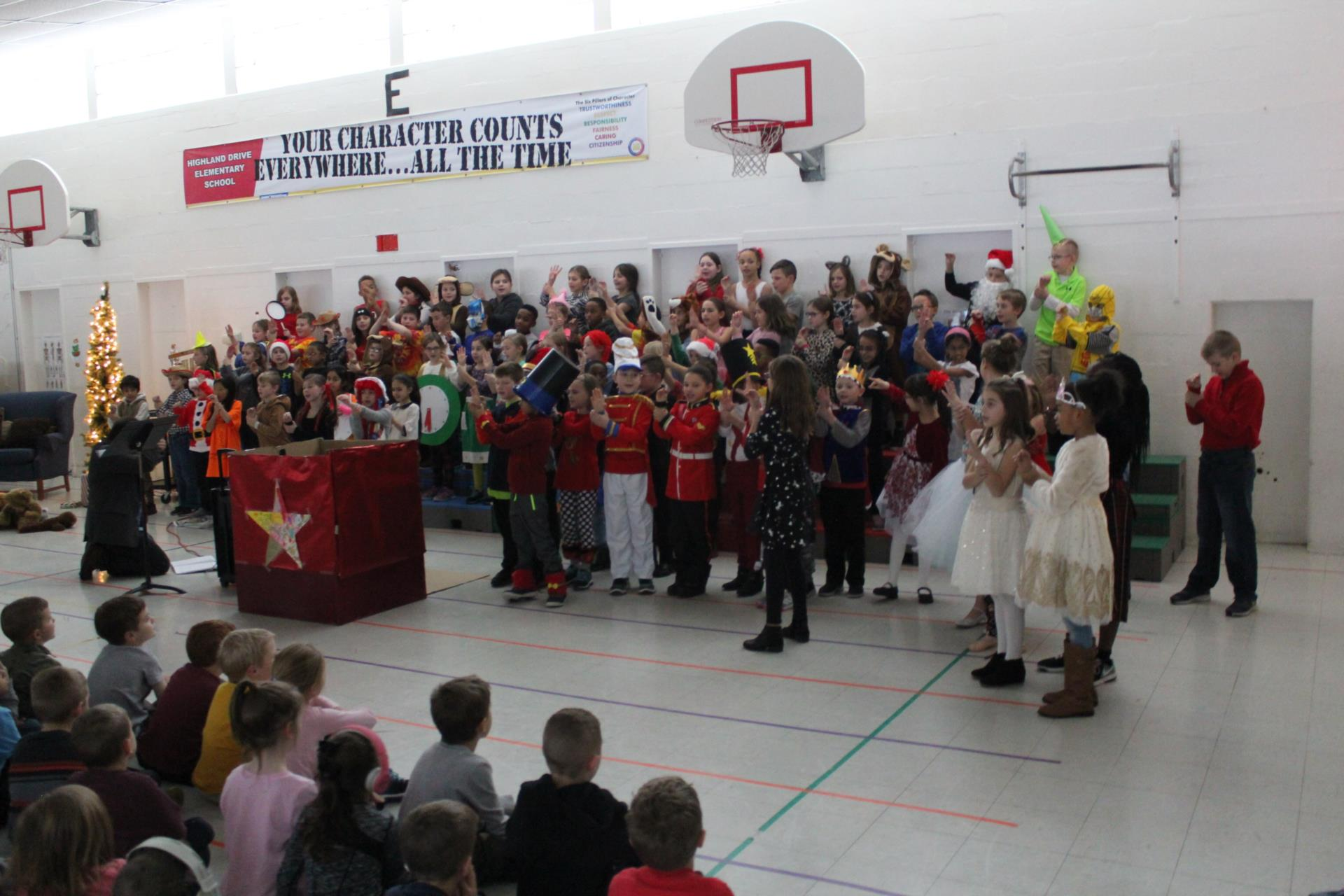 Highland Drive Holiday Play