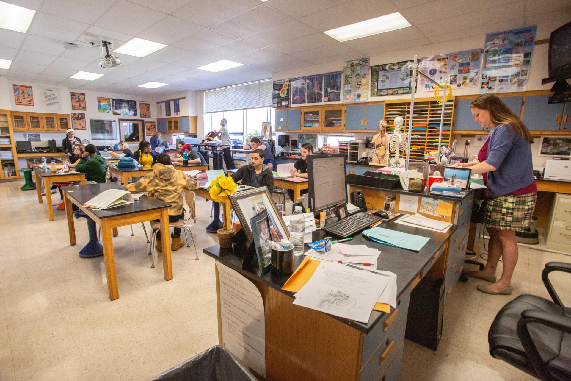 Sara Miller, Science teacher's classroom with students